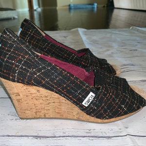 TOMS Peep Toe Wedges Shoes in Black Print Sz 7.5